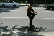 floating-invisible-bicycle-photos-by-zhao-huasen-04-630x472