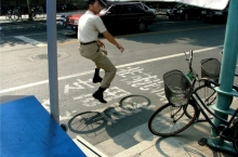 floating-invisible-bicycle-photos-by-zhao-huasen-06-630x471