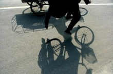 floating-invisible-bicycle-photos-by-zhao-huasen-07-630x474